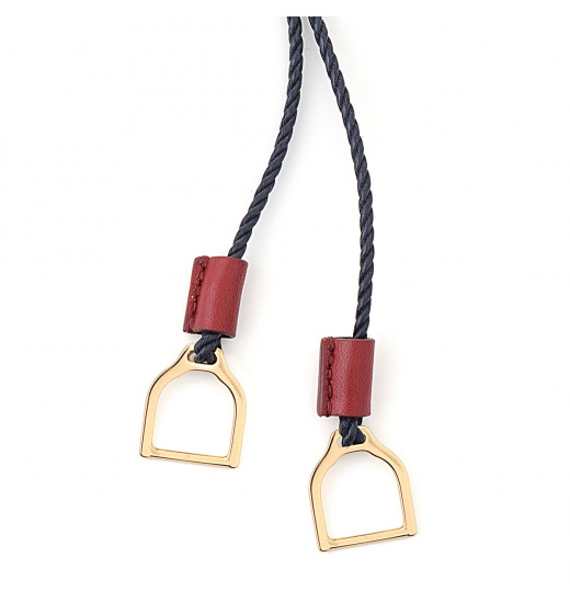 NECKLACES WITH WAVE STIRRUPS